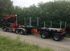 Equipement forestier pour semi remorque Kombi 2 essieux directionnels Scania 6x4 + grue Tajfun-Liv 300K99 + Kombi