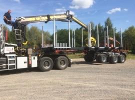 Equipement forestier pour arriere train 3 essieux directionnel Volvo 6x4 + grue DIEBOLT D28-87 + AR5670 + plateau amovible