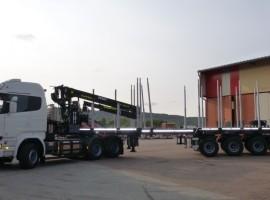 Equipement forestier pour semi-remorque 3 essieux directionnelle Scania 6x4 + grue Tajfun-Liv 300K87