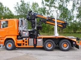 Equipement forestier pour arrière-train 2 essieux à timon Scania 6x4 + grue Tajfun-Liv 300K99 + AR2630