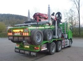 Equipement forestier pour arriere train 3 essieux directionnel Volvo 6x4 + grue Epsilon S300L98 + AR5670
