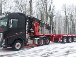 3 axles extendable semi-trailer with crane on goose-neck Volvo 6x4 + crane Jonsered 2850 s