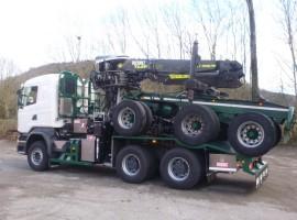 Equipement forestier pour arriere train 3 essieux directionnel Scania 6x4 + grue Tajfun-Liv 300K87 + AR5670
