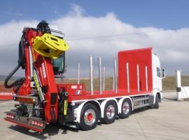 Equipement forestier avec remorque 3 essieux plateau Scania 8x4 + grue Tajfun-Liv L190Z96 cabine + R31700