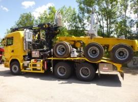 Equipement forestier pour arriere train 3 essieux directionnel Scania 6x4 + grue Tajfun-Liv 300K81 + AR5670
