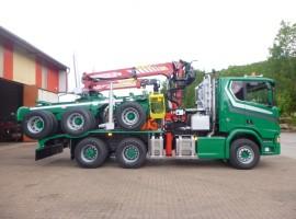 Equipement forestier pour arriere train 3 essieux directionnel Scania 6x4 + grue Tajfun-Liv 300K99 + AR5670