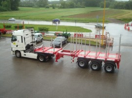 Steered 3 axles extendable semi-trailer