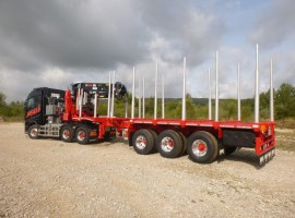 Semi remorque extensible 3 essieux avec grue sur col de cygne Volvo 6x4 + grue Jonsered 3720-91 + semi-remorque 3 essieux
