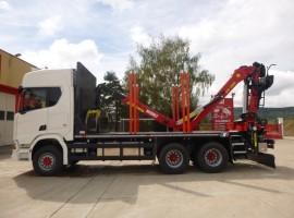 Equipement forestier avec remorque 3 essieux plateau Scania 6x4 + grue Tajfun-Liv L190Z96 + R31700