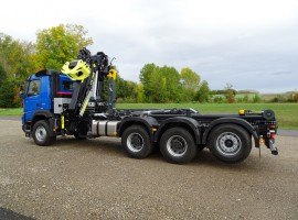 Hook lift equipment for removable tipper with crane --Volvo 8x4 + crane Tajfun-Liv L190Z96 + hook lift CPS