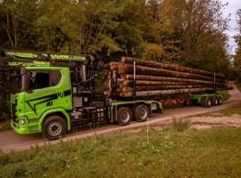 Equipement forestier pour arriere train 3 essieux directionnel Scania 6x4 + grue Tajfun-Liv 320K87 + AR3670