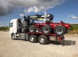 Equipement forestier pour arriere train 3 essieux directionnel Scania 6x4 + grue Tajfun-Liv 320K81 + AR5670