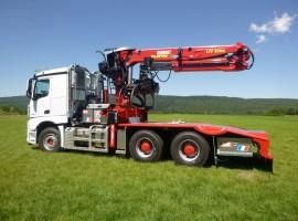Equipement forestier pour arriere train 3 essieux directionnel Mercedes 6x4 + grue Tajfun-Liv 320K87 + AR5670