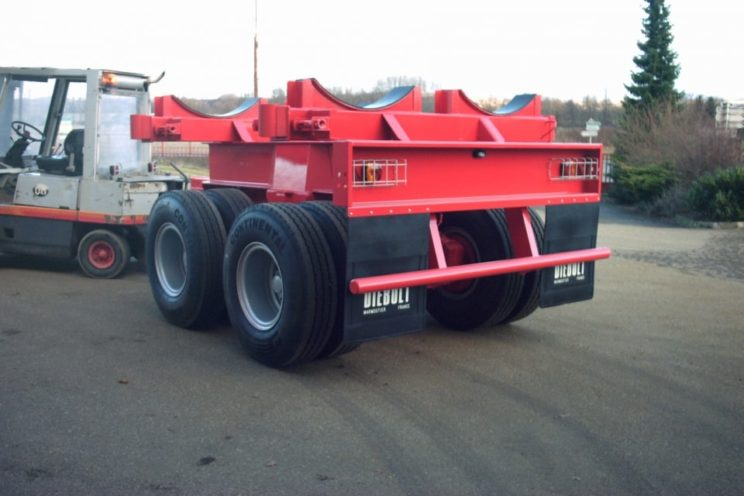 2 or 3 axles dolly with goose-neck drawbar, for transport of pipelines of different diameter and length