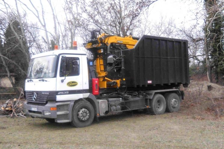 On truck any brand, hooklift type Ampliroll or skiploader