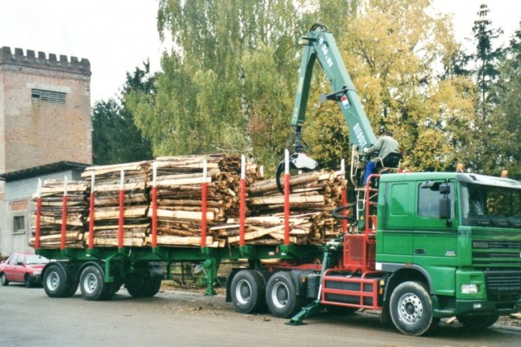 Steered 2 axles extendable semi-trailer with or without crane on goose-neck
