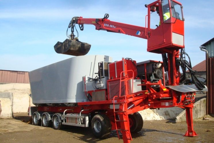 Self-propelled semi-trailer