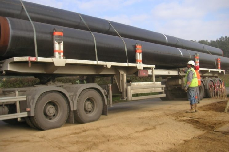 2 or 3 axles semi-trailer for transport of pipelines of different diameter and length