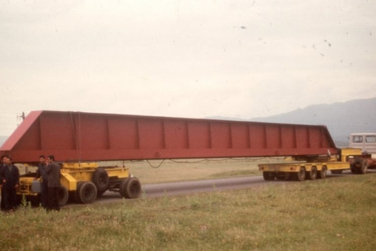 2 or 3 axles steered dolly, for transport of long length product type self-supporting beam or structure
